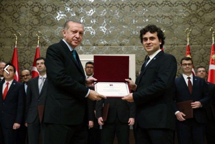 Üstün Başarılı Genç Bilim İnsanı Doç. Dr. Kahveci, Vali Ali Hamza Pehlivan'ı ziyaret etti