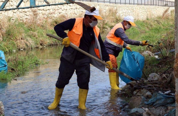 Van Gölü'ne dökülen dereler temizleniyor