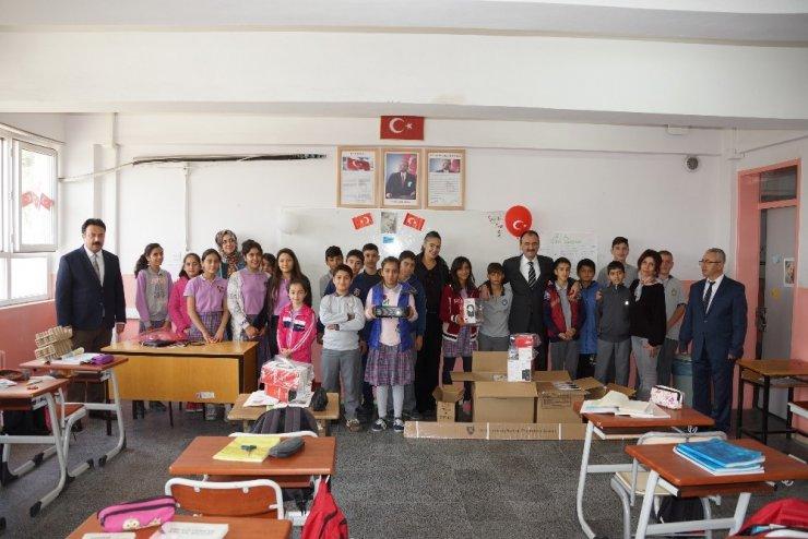 Öğrencilerin mektupla gelen mutluluğu