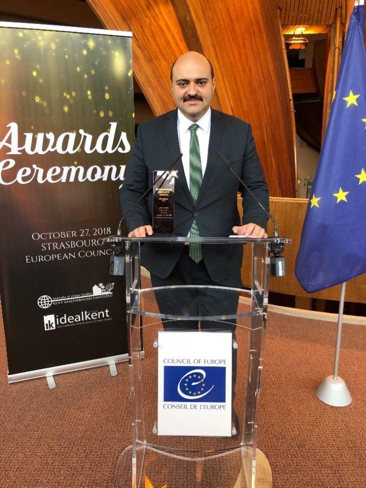 Avrupa'da Başkan Orhan'a büyük ödül