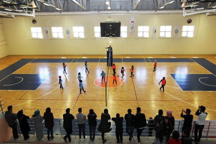 """BEÜ'de """"Kız Öğrenci Spor Turnuvası"""" başladı"""