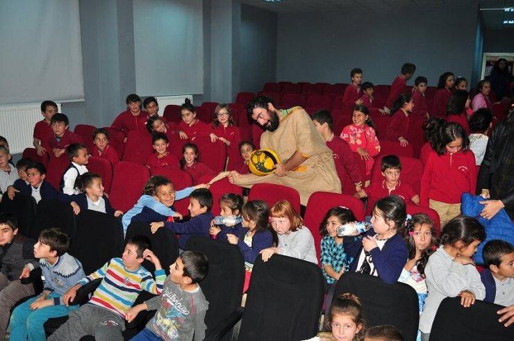 Dağ ilçelerinde tiyatro sevinci