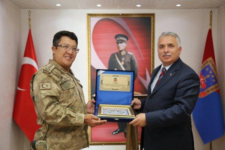 Vali Yıldırım'dan İl Jandarma Komutanlığına veda ziyareti