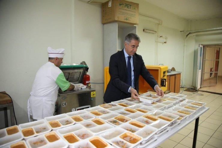 """Elazığ Belediyesinden """"Bereket Sofrası"""" ile sıcak aş"""