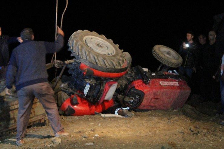 Haber alınamayan çiftin 5 saat sonra traktörün altındaki cansız bedenlerine ulaşıldı