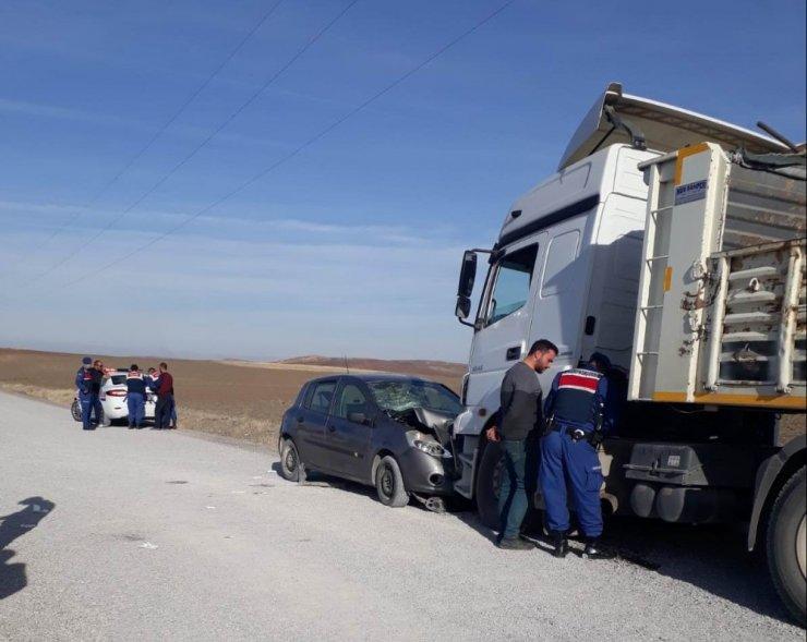 Tırla otomobil çarpıştı: 5 yaralı