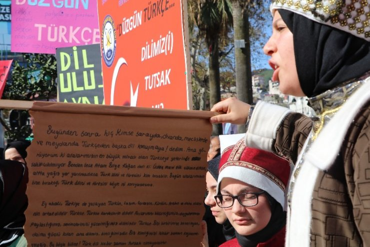 Türkçe'ye karıştırılan yabancı kelimeler Rize'de protesto edildi