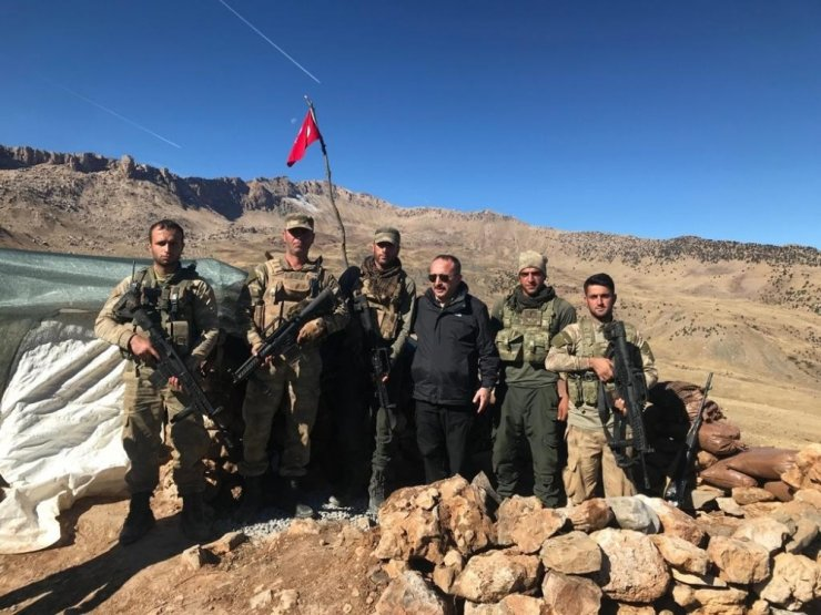 Mehmetçik 2700 rakımlı dağda kuş uçurtmuyor