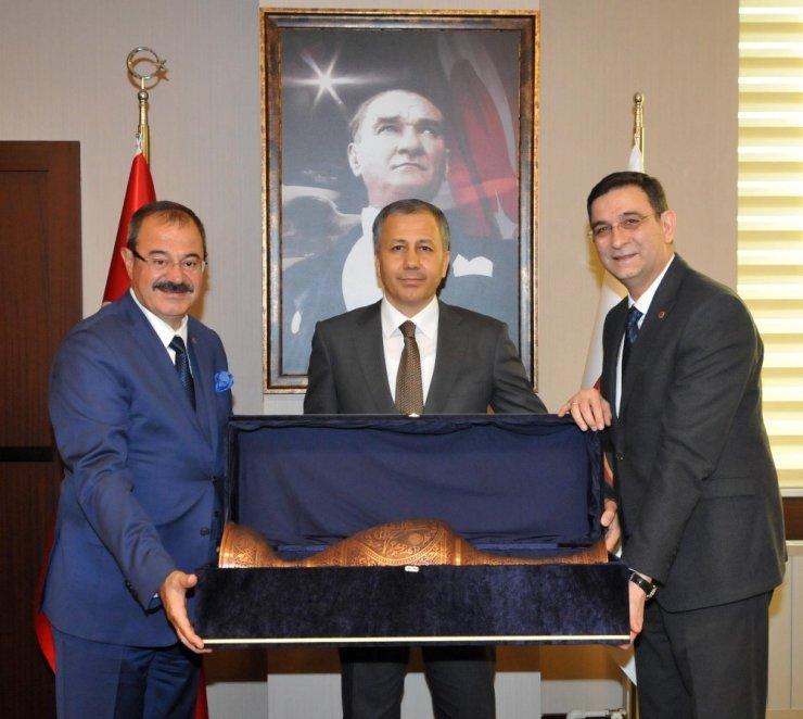 Vali Ali Yerlikaya'dan GSO'ya veda ziyareti