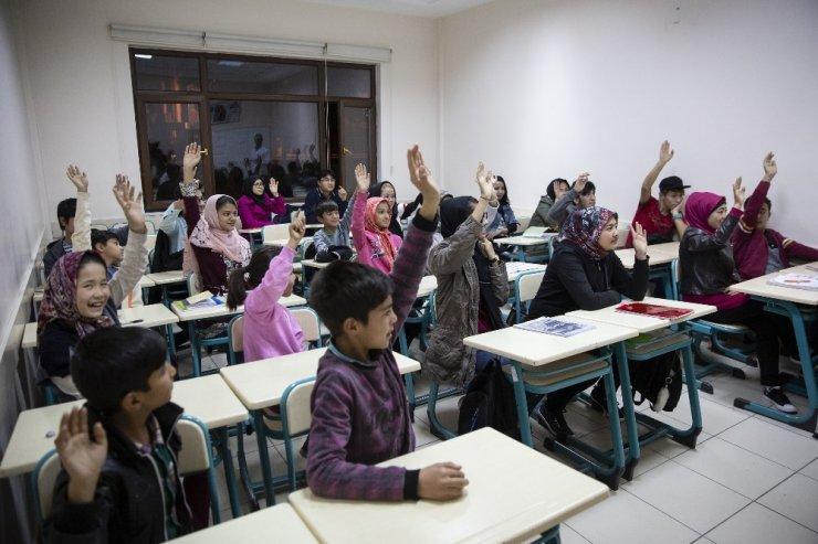 Kayseri'deki Afganlara Türkçe Eğitimi ile ilgili görsel sonucu