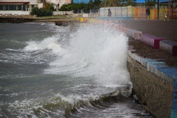 Lodos dev dalgalara sebep oluyor
