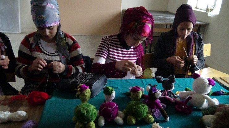 Köyde genç kızlara çocuk gelişimi eğitimi