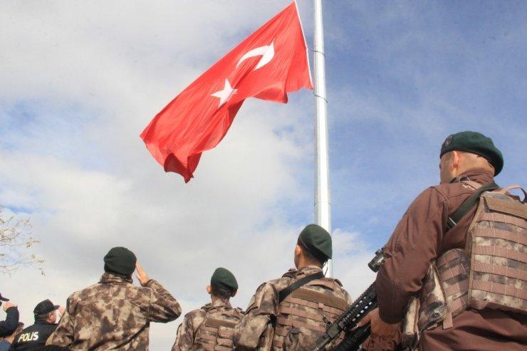 Kaletepe'ye dev Türk bayrağı