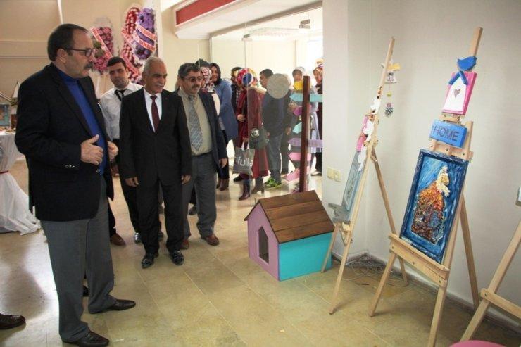İskenderun'da engelli kursiyerler el sanatları sergisi açtı