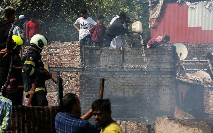 Mumbai'de gecekondu mahallesinde yangın: 2 yaralı