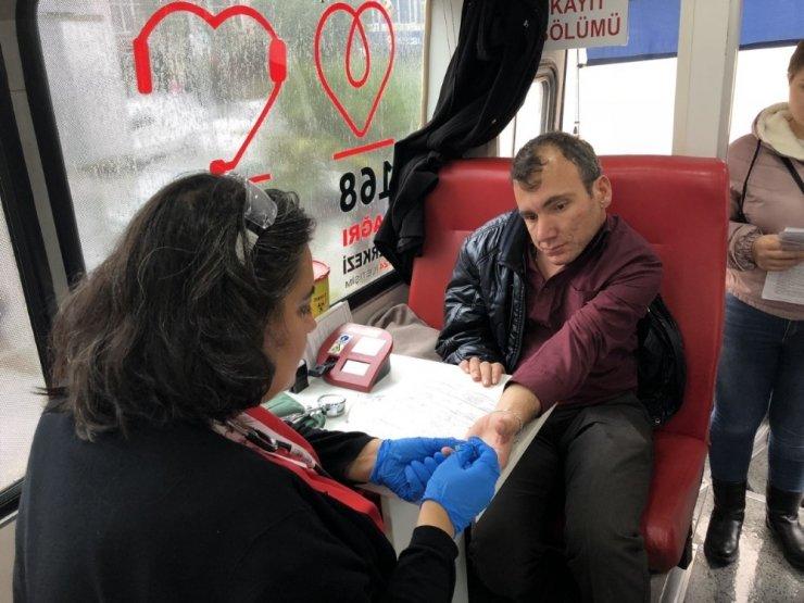 Burhaniye'de belediye çalışanları kan verdi