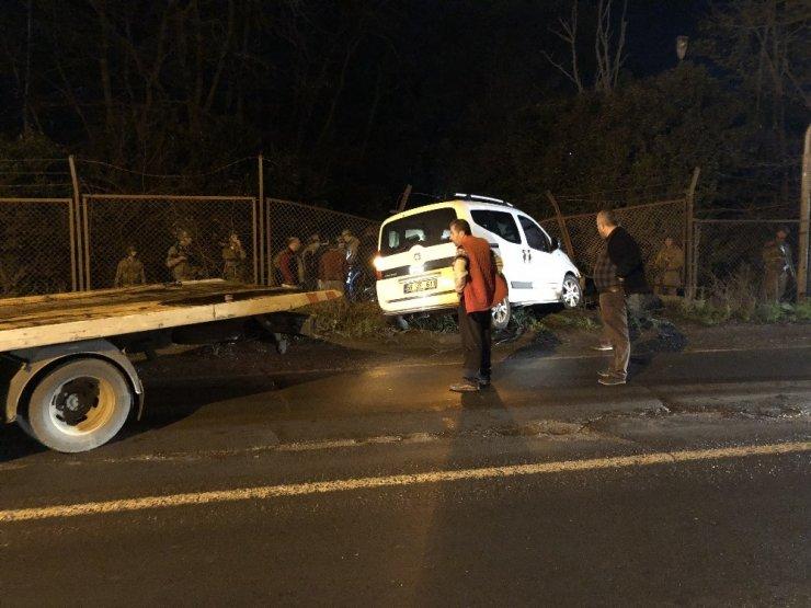 Kontrolden çıkan araç askeri bölgeye girdi