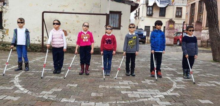 Minik öğrenciler engellilerle empati kuracak