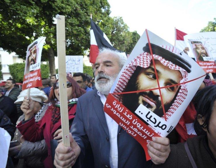 Tunas'ta halk Suudi Veliaht Prens'in ziyaretini protesto etti