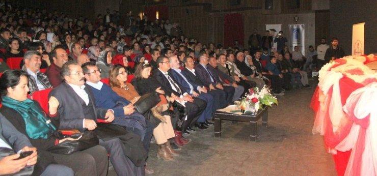 """Van'da """"Bir Kitap Bir Türkü"""" konseri"""