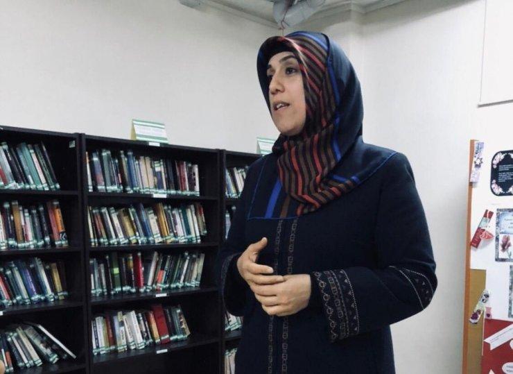 Kütüphanede 'İslam Ahlakı' konulu eğitim