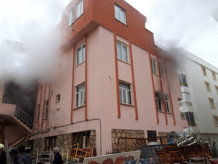 Suriyeli ailenin oturduğu evde yangın