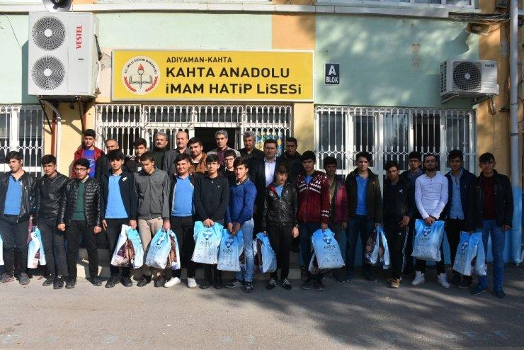 Kahtalı 4 İHL öğrencisi 63 yetimi giyindirdi