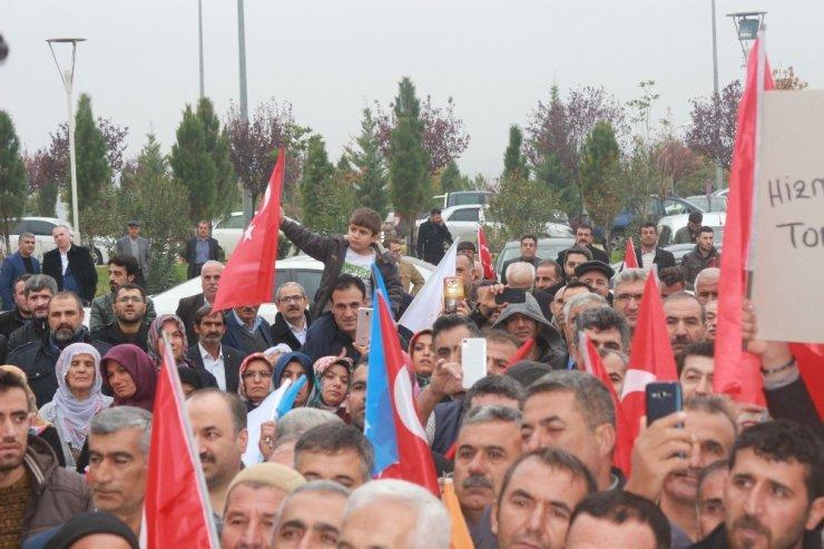AK Parti belediye başkan adayına miting havasında karşılama