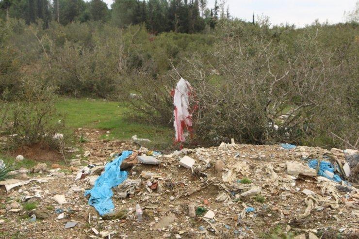 Ormanlık alana dökülen çöp ve molozun önüne geçilemiyor