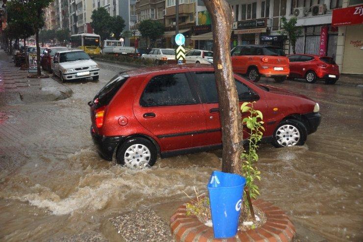 Aydın'da sağanak yağış hayatı olumsuz etkiledi