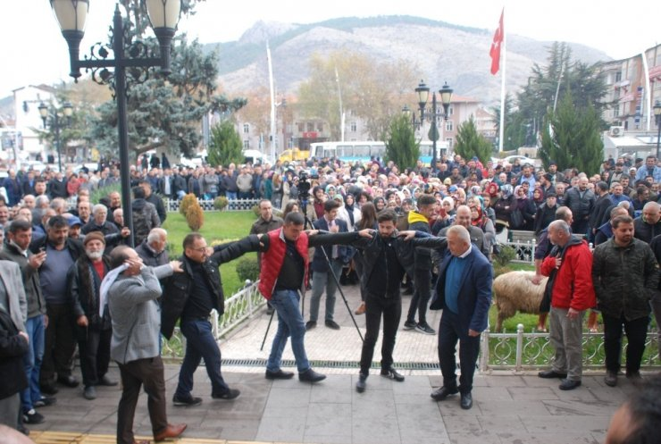 Başkan Eroğlu, davul ve zurnayla karşılandı