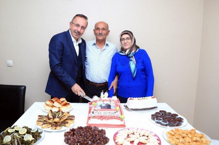 50.Evlilik yıldönümü pastasını Nevşehir Belediye Başkanı Seçen ile birlikte kestiler
