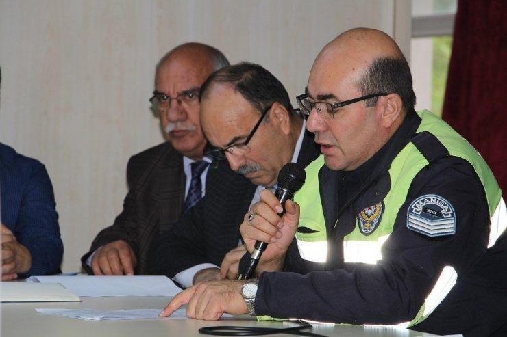 Milli Eğitim ve trafik timlerinden servis sürücülerine seminer