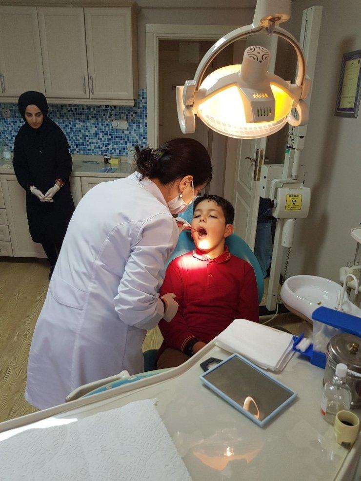 Kartepeli minikler diş hekimleri gününü kutladı