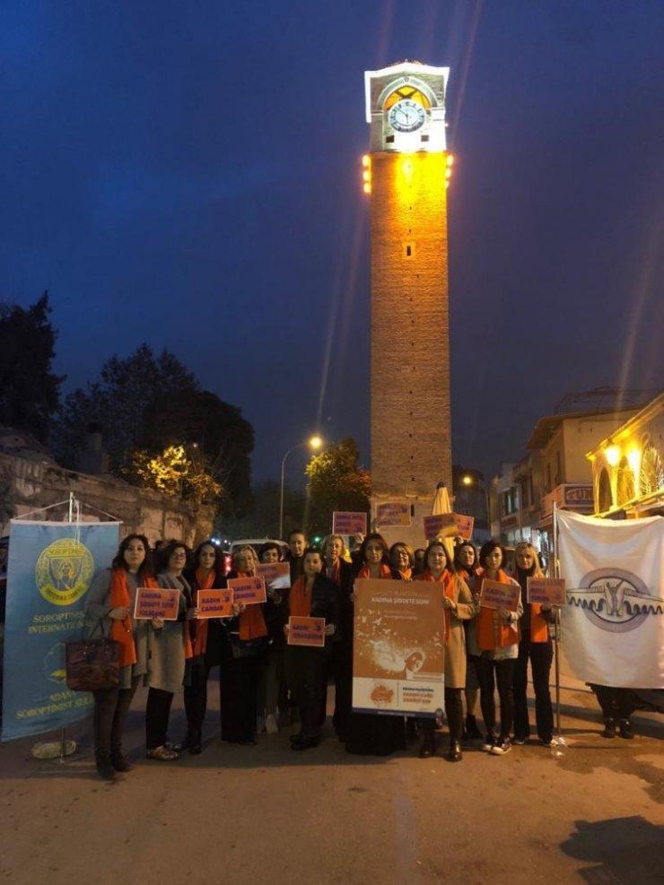 Tarihi Büyüksaat ve İstasyon binası turuncuya büründü