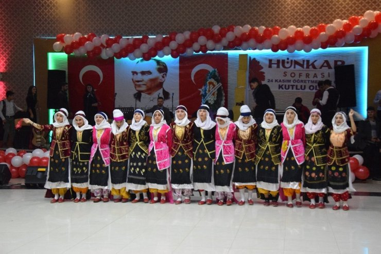 Viranşehir'de öğretmenler günü coşkuyla kutlandı
