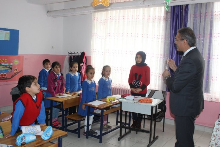 Öğrencilere lale soğanı dağıtıldı