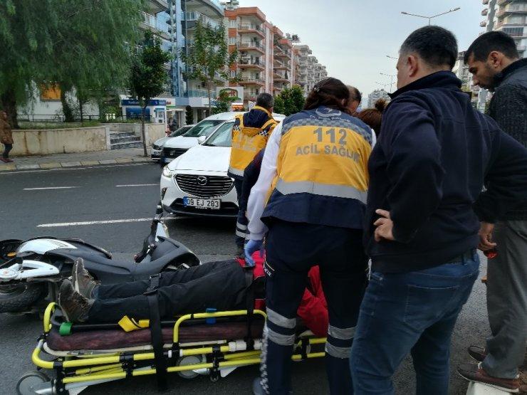 Aydın'da trafik kazası, motosiklet sürücüsü hastaneye kaldırıldı