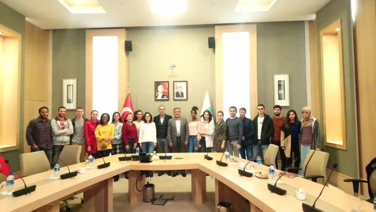 Antalya'da Türkiye'nin etki sahasıyla ilgili konferans verdi