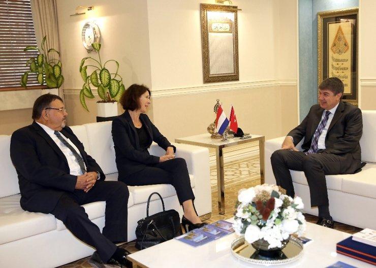 Hollanda Büyükelçisi'nden Türel'in vizyon projelerine övgü