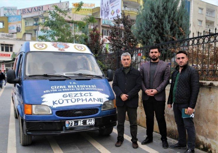 Cizre'de Gezici Kütüphane Aracı Hizmete Girdi