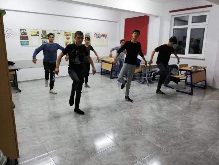 Kütahya yöresel oyunları öğrencilere de öğretiliyor