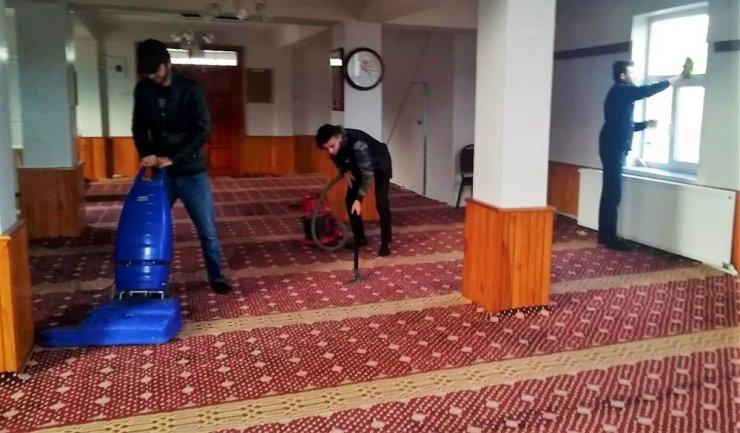 Kyk'lı Gençler Tercan'da Cami temizlediler