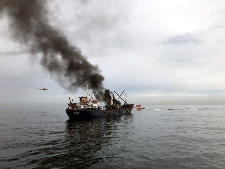 Dün provası paniğe neden olan gemi yangını söndürme tatbikatı bugün gerçekleştirildi