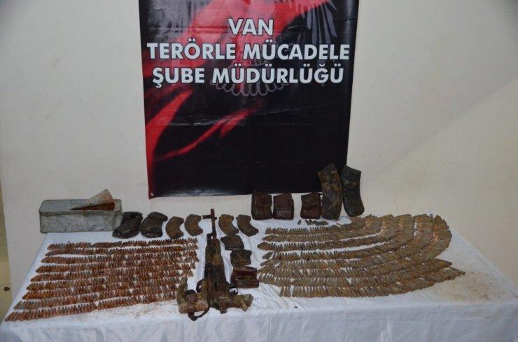 Van'da PKK'ya ait silah ve mühimmat ele geçirildi