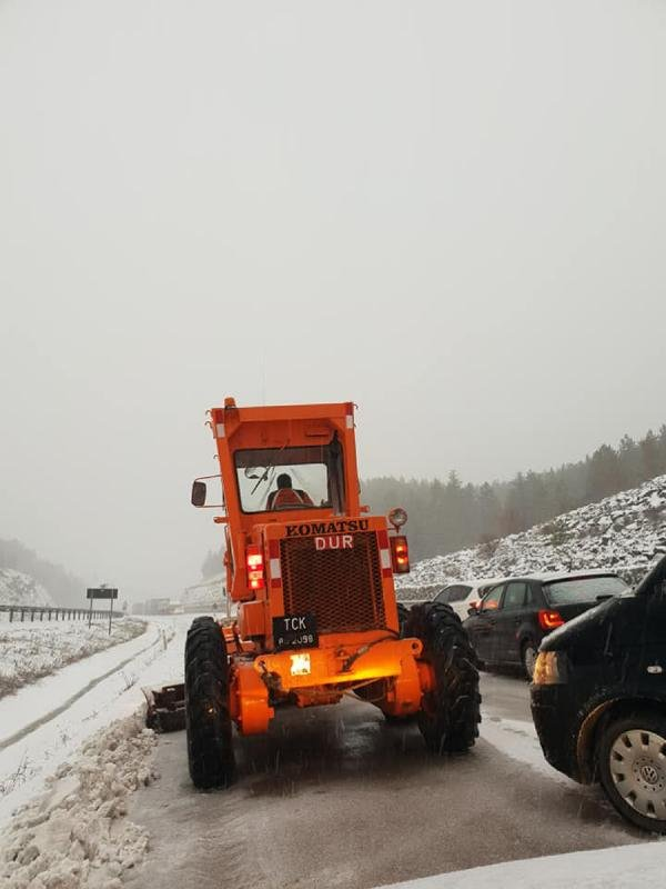 Afyonkarahisar'da ulaşıma kar engeli