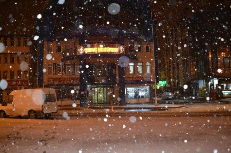 Şuhut'ta kar yağışı sevinci