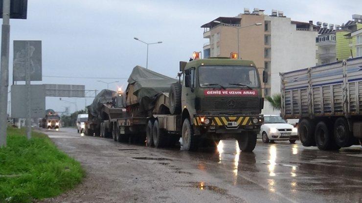 Hatay'dan Şanlıurfa sınırına tank sevkiyatı