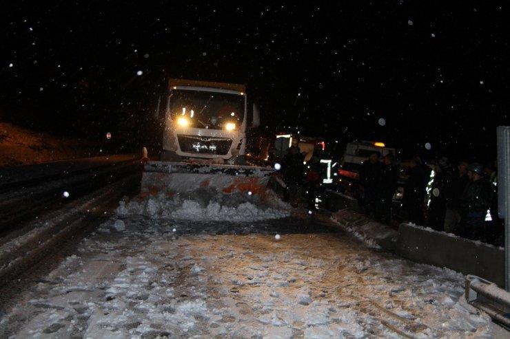 D-300 karayolu kar nedeniyle 2 saat trafiğe kapalı kaldı
