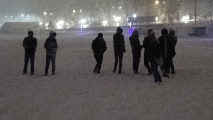Kütahyalılar sokaklarda kartopu oynadı